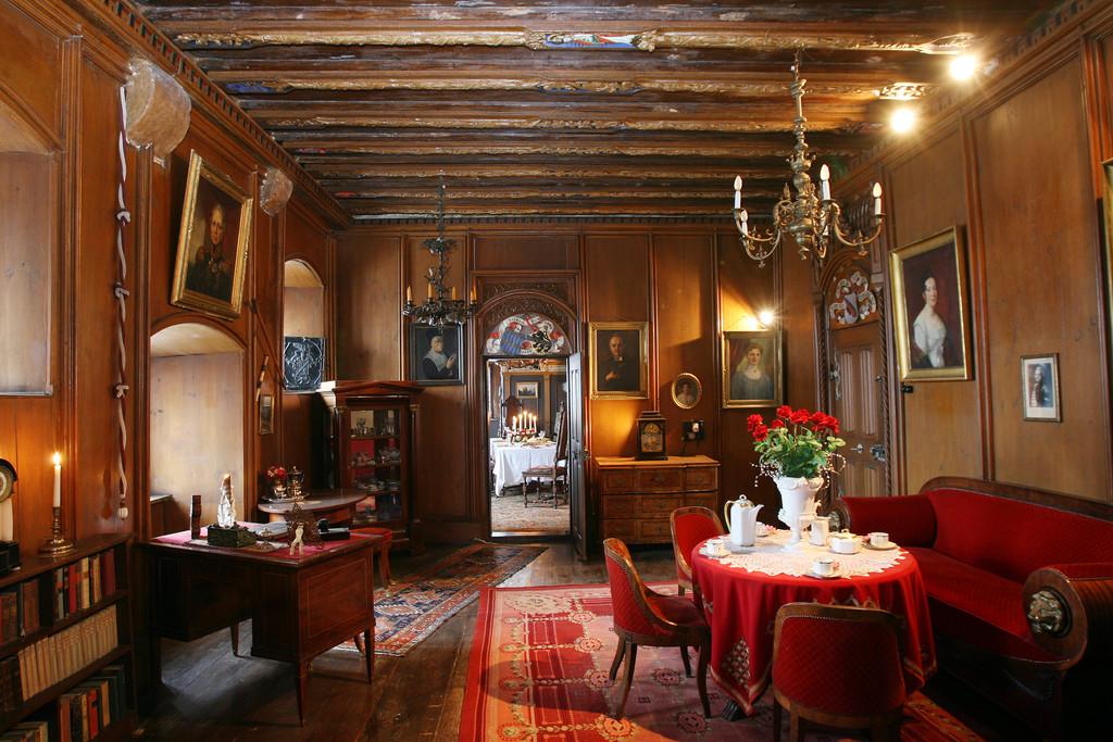 Roter Salon Burg33